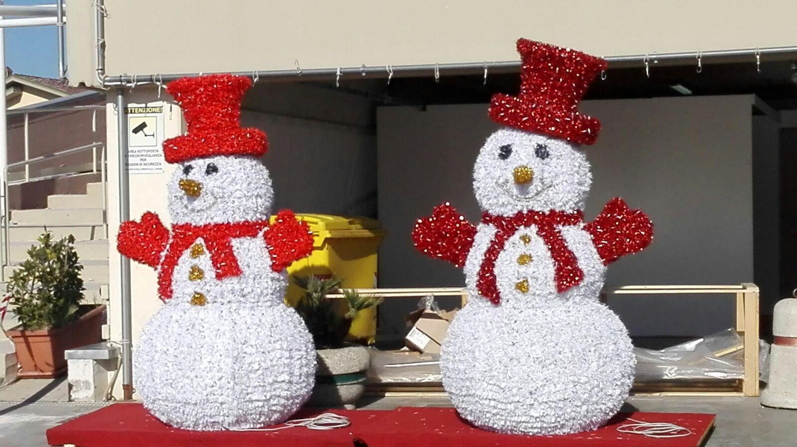 pupazzo di neve luminarie bianchi