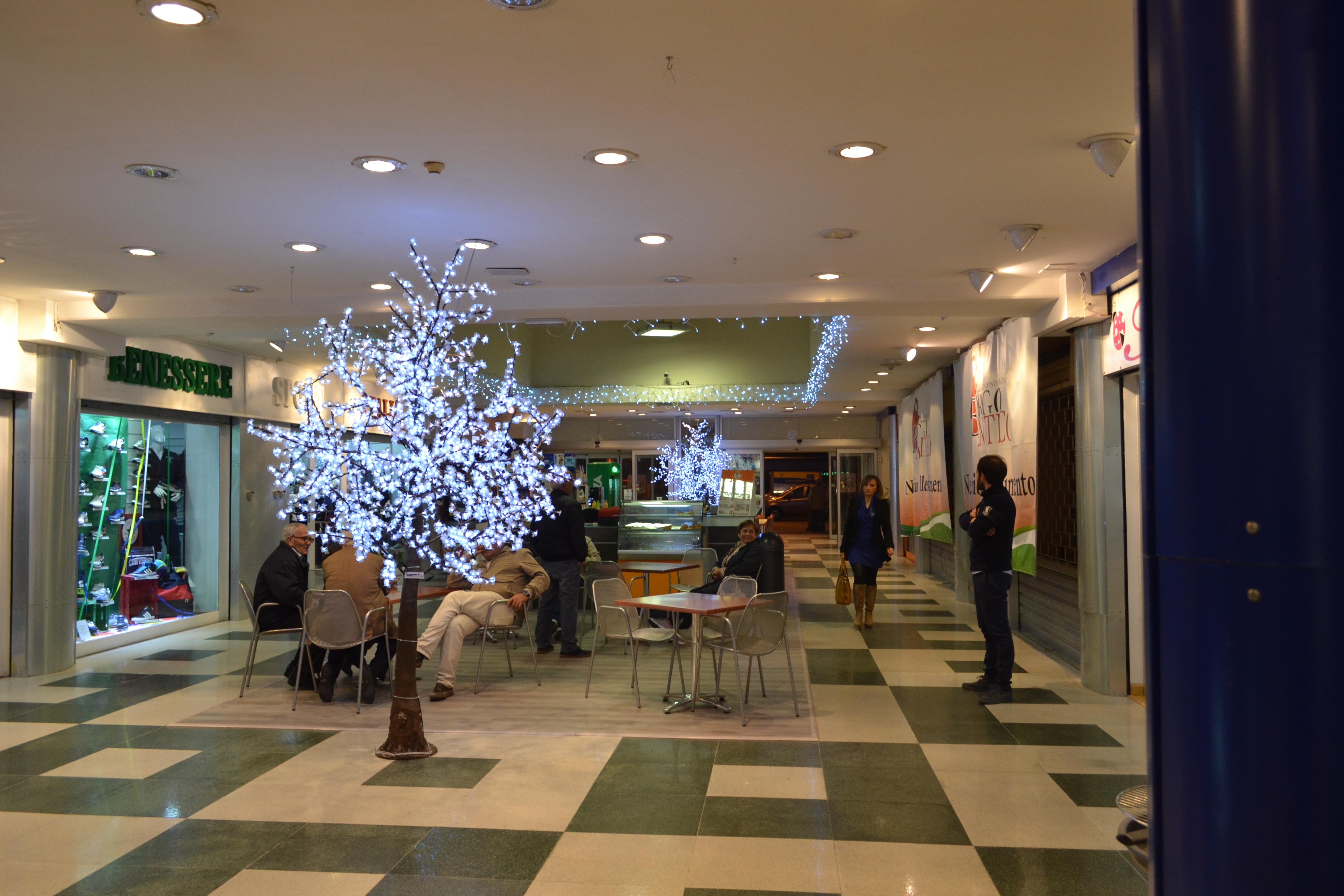 albero di natale led caserta centro commerciale