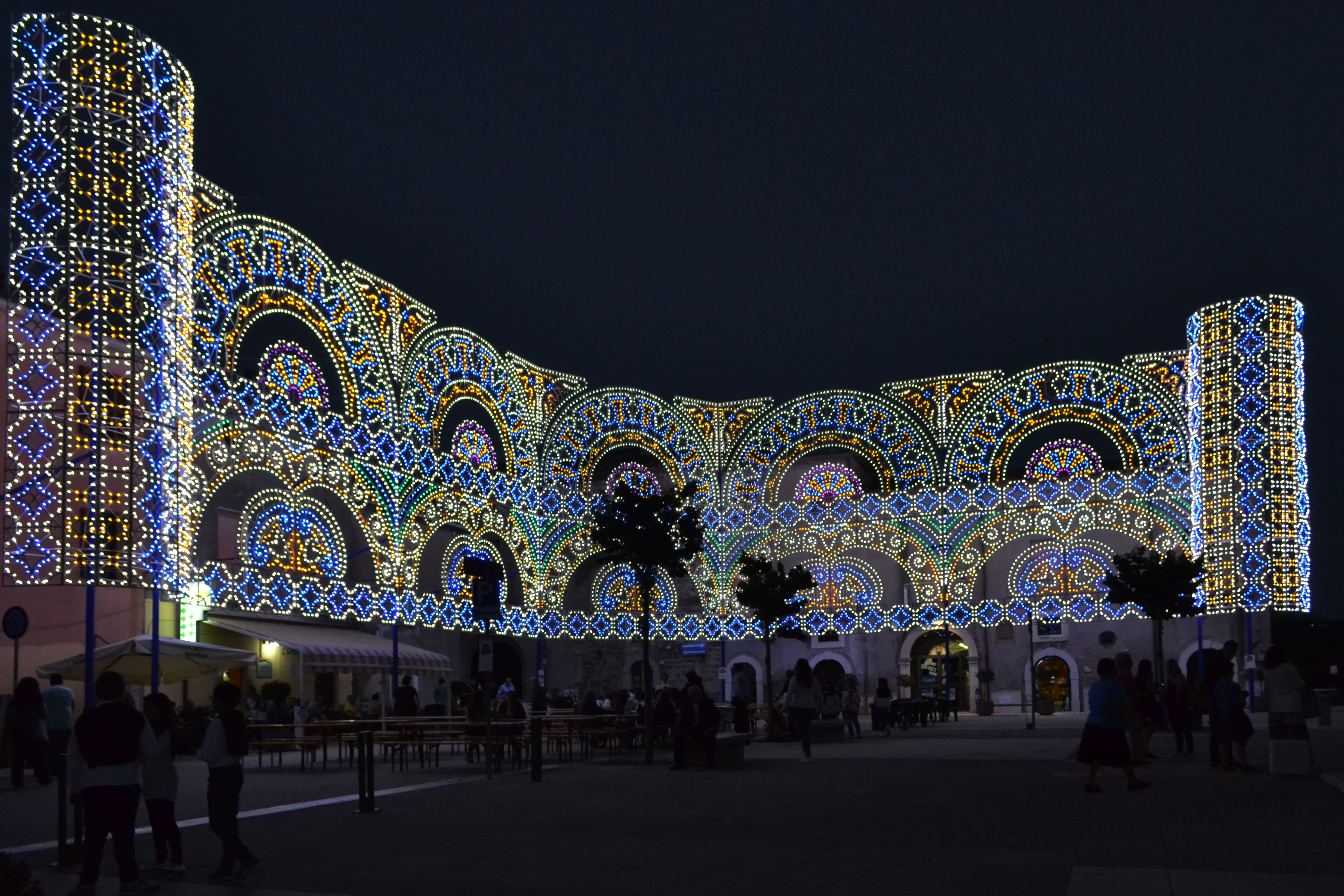 napoli luminarie natale in piazza