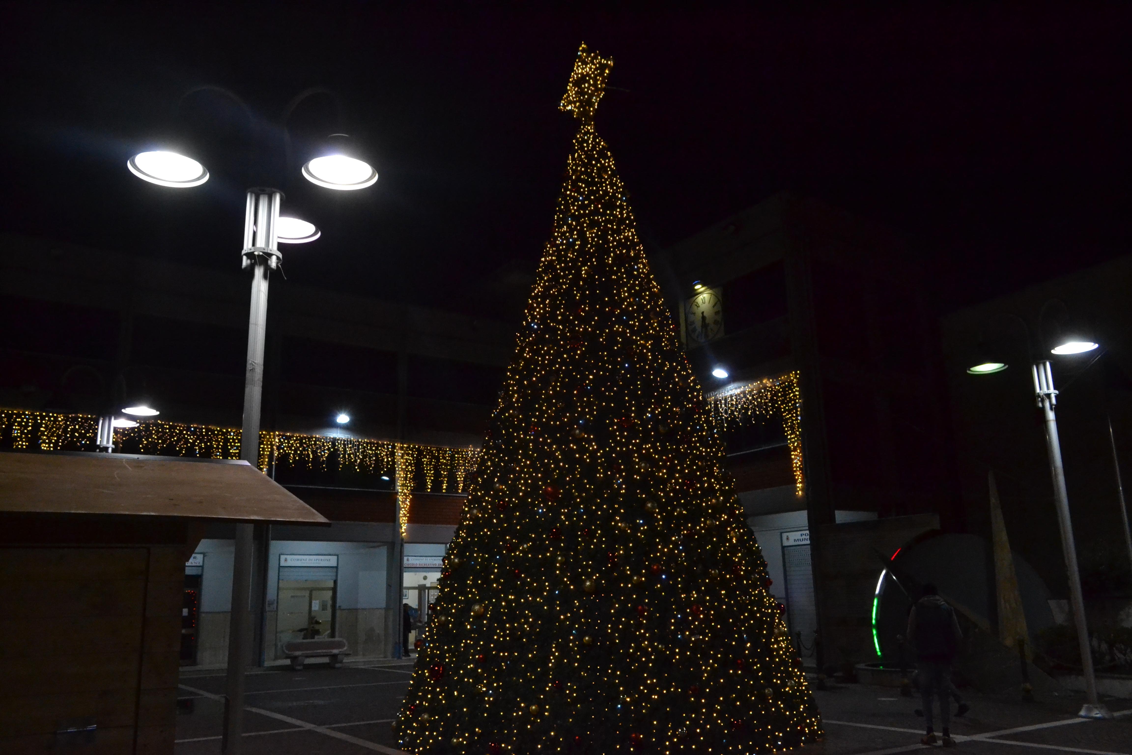 albero di natale led caserta con stella particolare