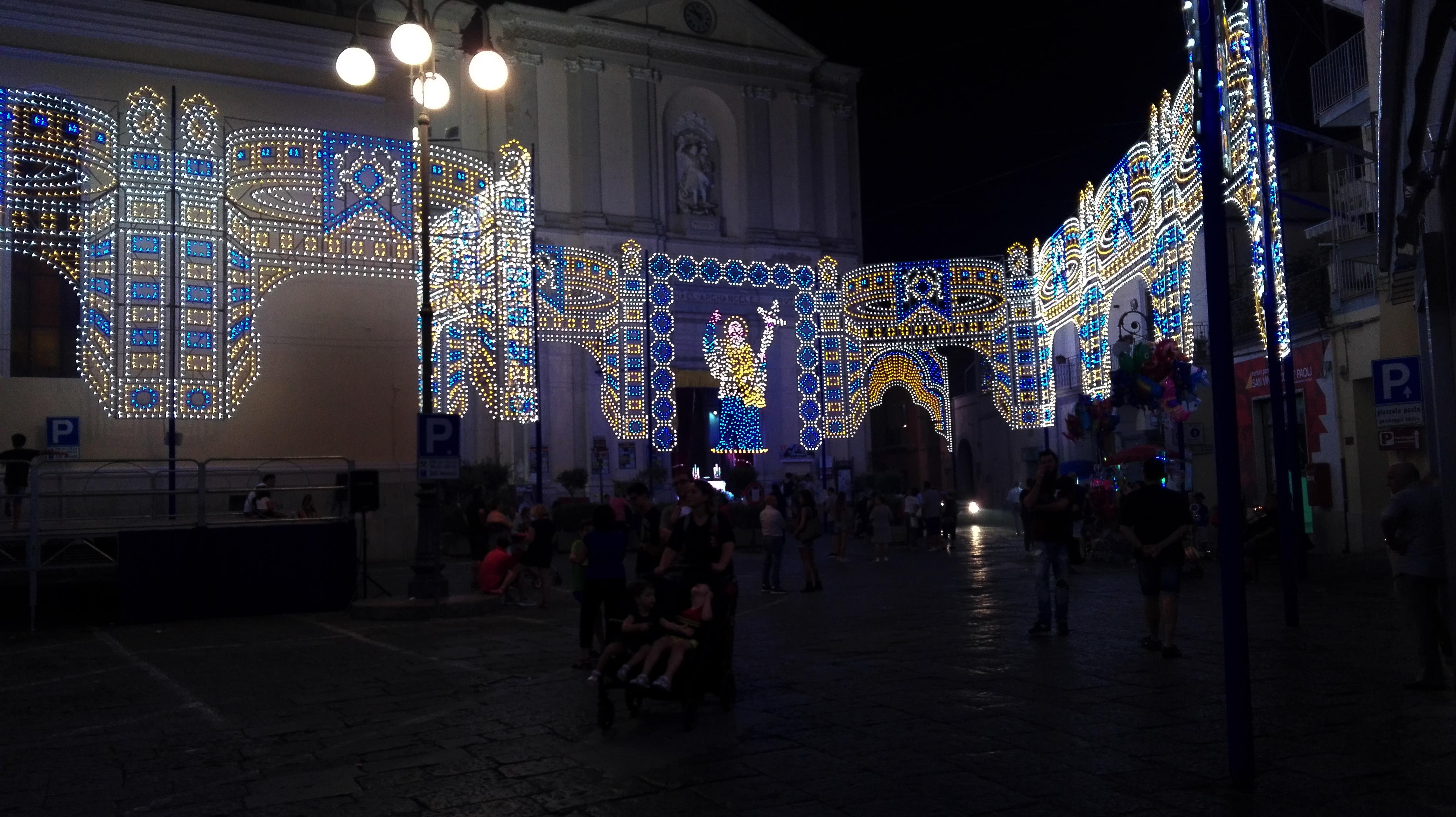 luminarie natale in piazza